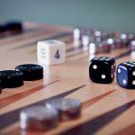 Backgammon Brett mit Würfeln